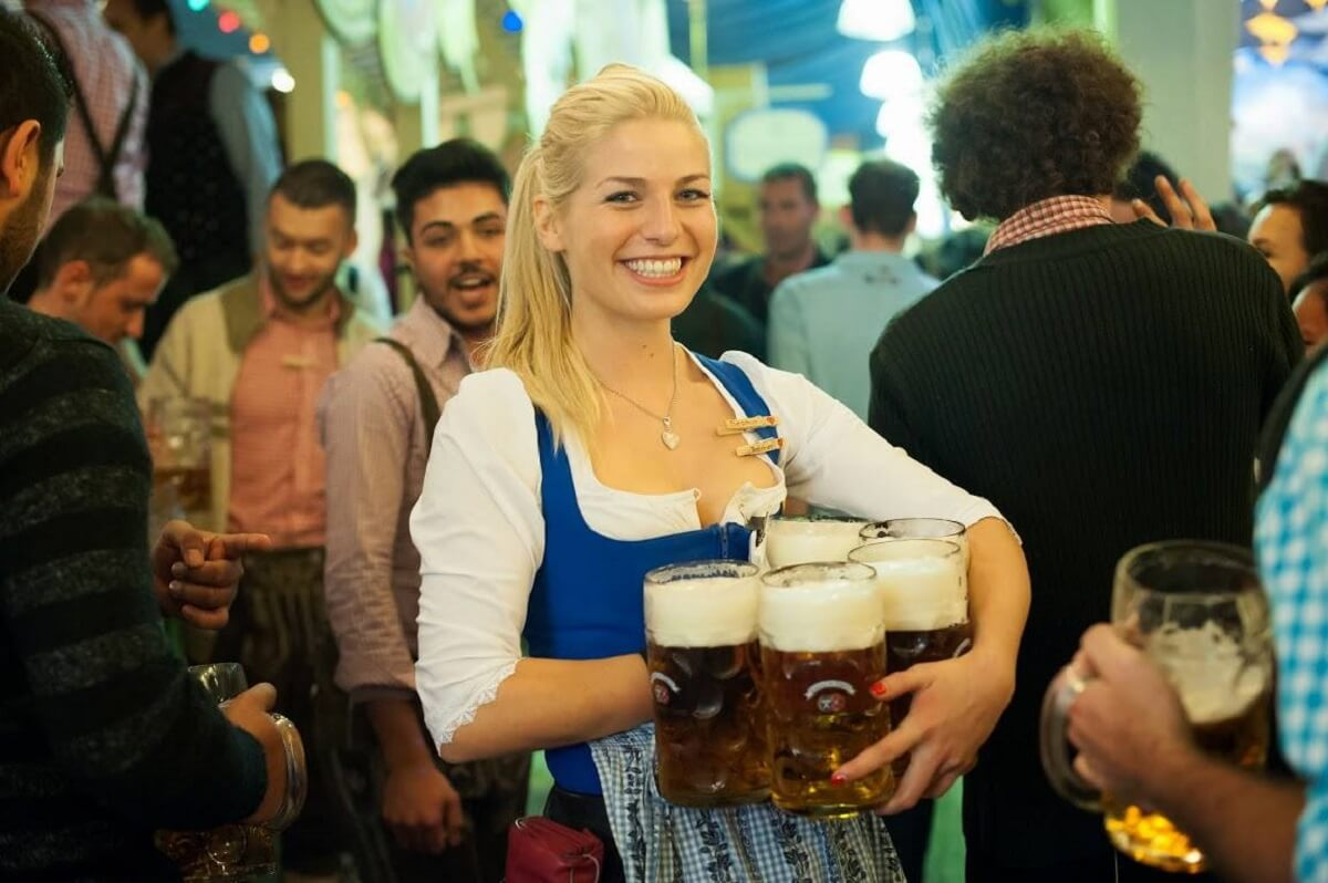 Oktoberfest.de_waitress_Facebook